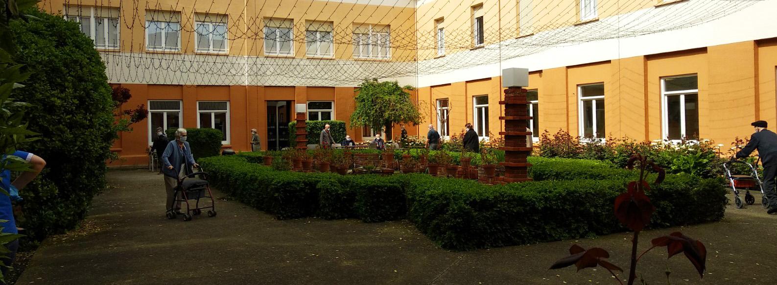 Zona de paseos terapéuticos para los residentes de la Casa de Misericordia