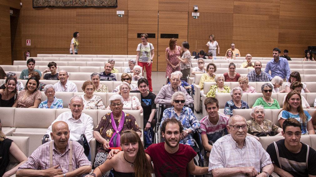 Intercambio De Conocimientos Y Experiencias: El Proyecto De Encuentro Entre Jóvenes Y Ancianos En Pamplona