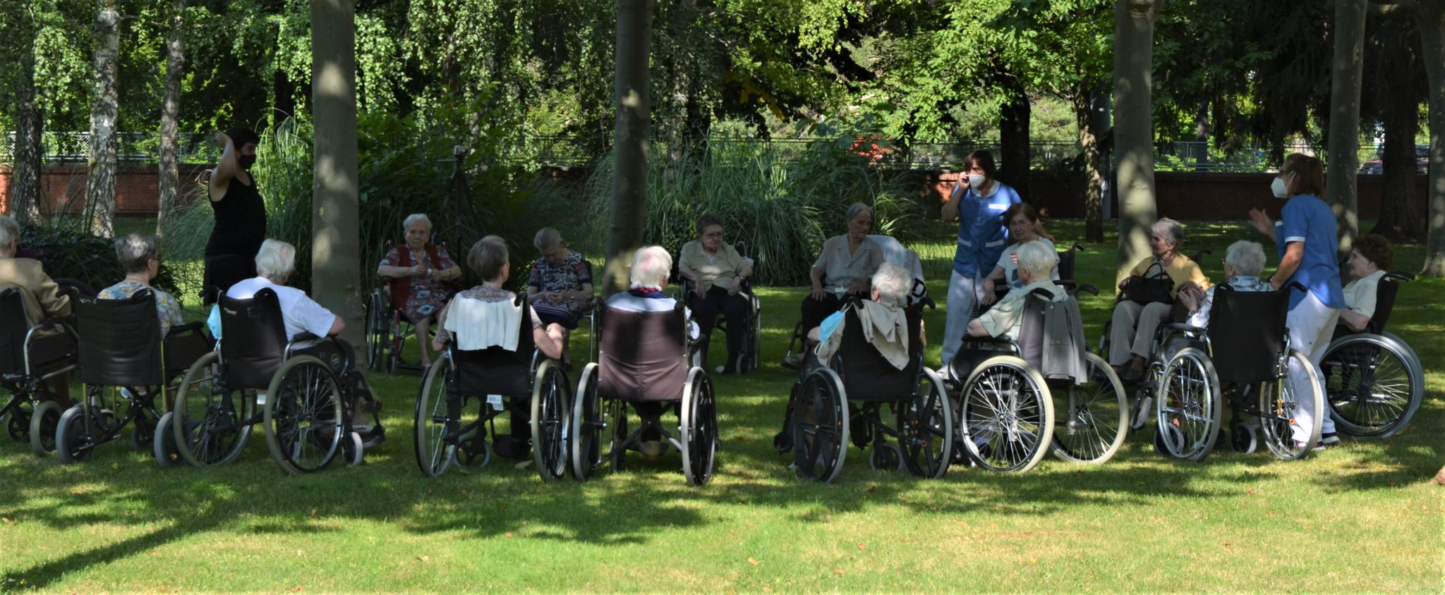 Personas Residentes De La Casa De Misericordia En El Jardin